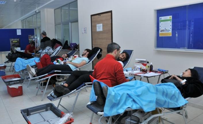 Öğrencilerden Kan Bağışı Ve Kök Hücre Kampanyası