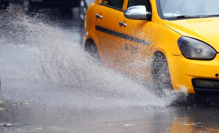 Sis Yerini Yağış Ve Fırtınaya Bırakıyor