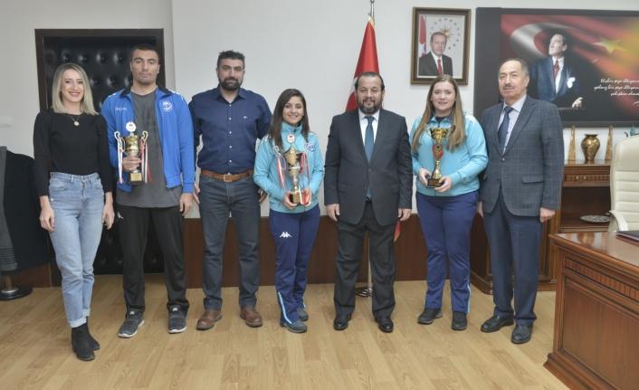 KMÜ Basketbol Ve Voleybol Takımlarından İki Kupa