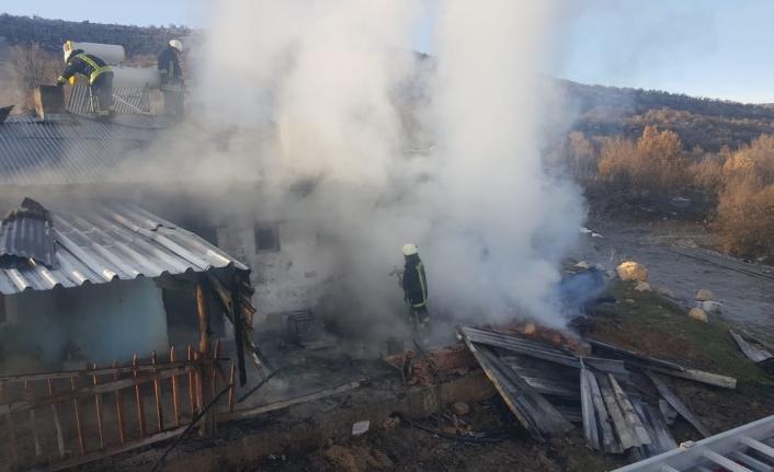 Karaman'da Ev Yangını 1 Saat'de Söndürüldü!