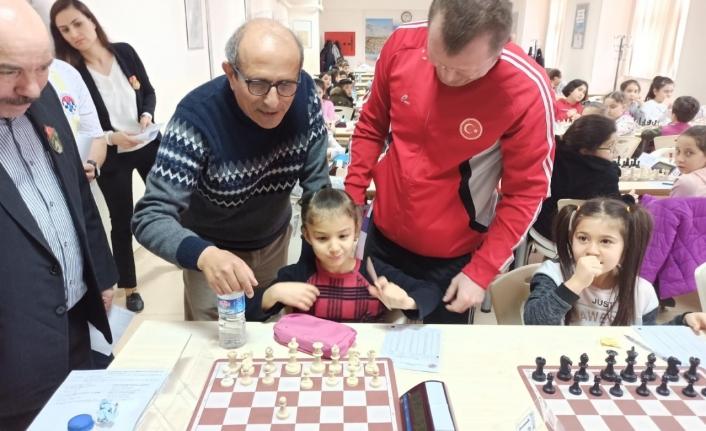 Karaman'da Okul Sporları Satranç Turnuvası Düzenlendi