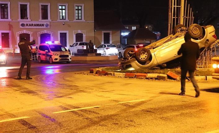 Hızını Alamayan Araç Sürücüsü MOBESE Direğine Çarptı: 4 Yaralı