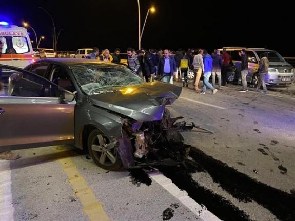 Konya'da İki Otomobil Kafa Kafaya Çarpıştı: 3 Ölü