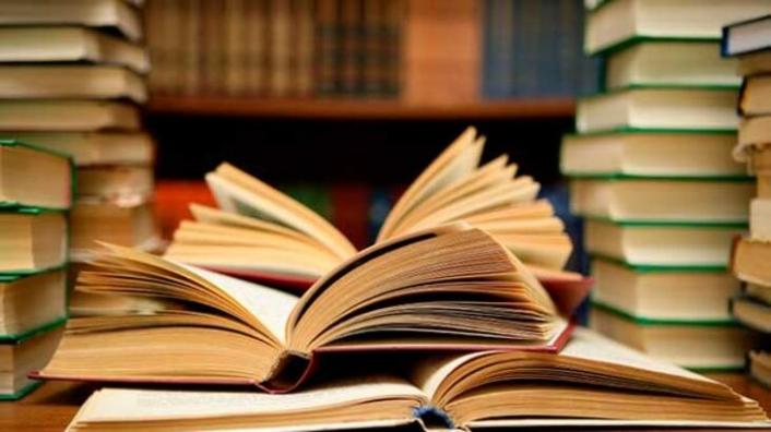 """Vali Meral'in Kütüphaneler Haftası Meseajı: """"Evinde Kal"""" """"Kitapla Kal"""""""