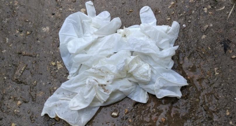 Çevreye Atılan Kullanılmış Maske ve Eldivenler Tehlike Saçıyor