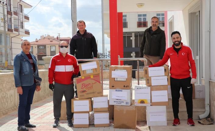 Gençlik ve Spor İl Müdürlüğü Antrenörlerinden Gıda Paketi Yardımı