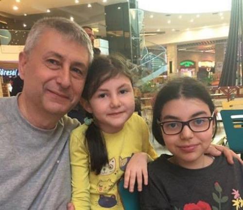 Haluk Levent İzmir Konser Gelirini Karamanlı Doktorun Kızlarına Bağışladı
