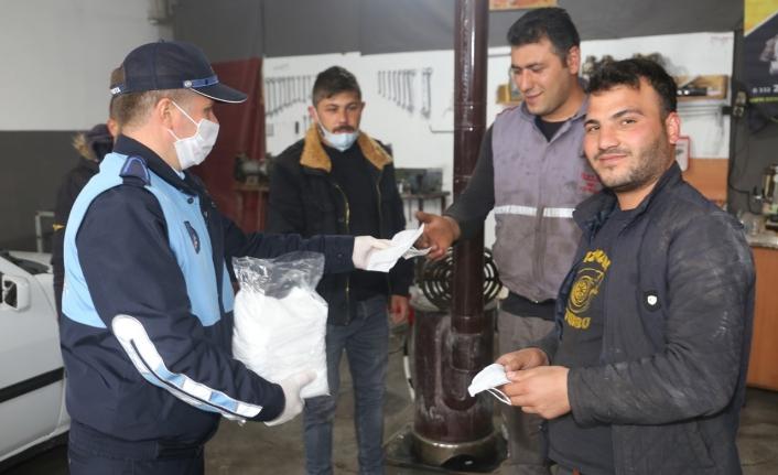 Karaman Belediyesi Sanayi Esnafına Maske Dağıttı
