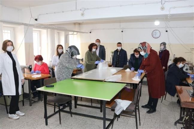 Karaman Halk Eğitim Merkezinde Maske Üretimi Başladı