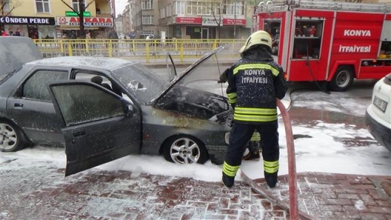 Konya`da Seyir Halindeki Otomobil Yandı