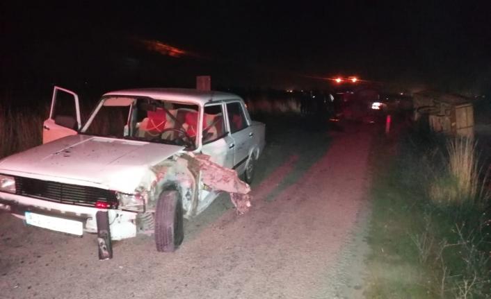 Otomobille Traktör Çarpıştı: 2 Yaralı