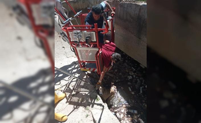 Karaman'da Kanala Düşen Köpeği İtfaiye Kurtardı
