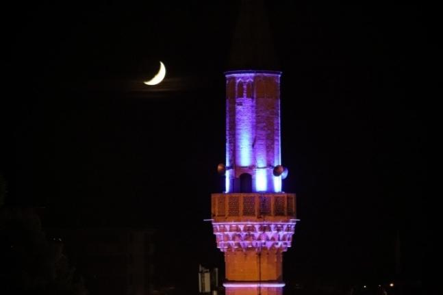 Karaman`da Minare ile Hilalin Buluşması Mest Etti
