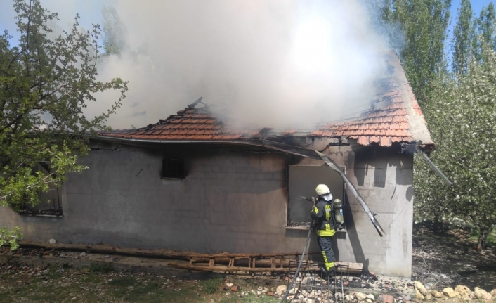 Karaman'da Tek Katlı Evde Yangın!