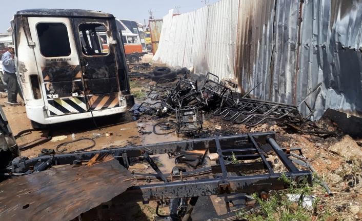 Karaman'da Yangında 3 Araç Zarar Gördü