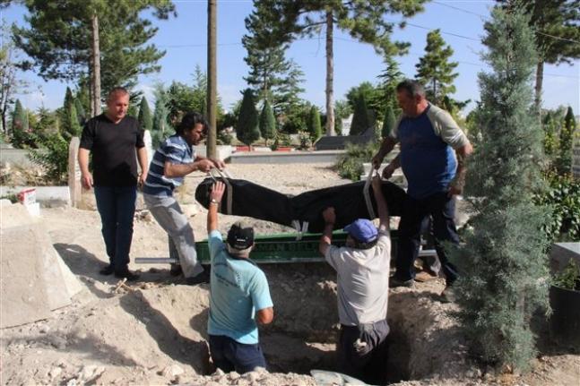 Öldürülen Afgan Uyruklu Çoban Kimsesizler Mezarlığına Defnedildi