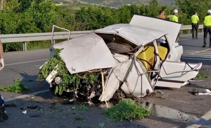 Refüje Çarpan Otomobil Takla Attı: 3 Ölü, 2 Yaralı