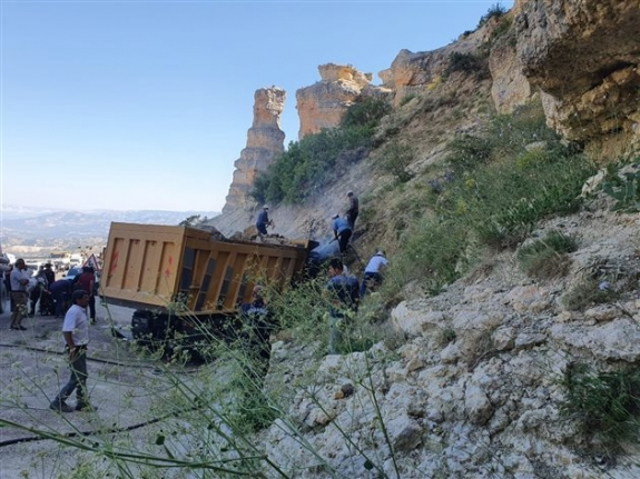 Karaman'da İstinat Duvarına Çarpan Sürücü Hayatını Kaybetti