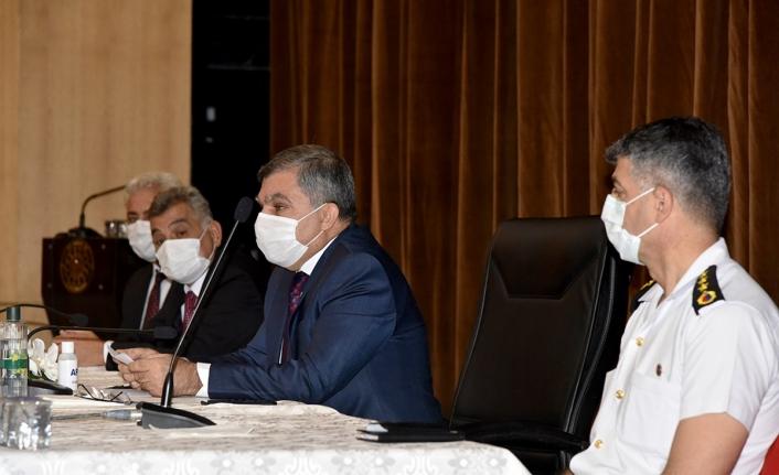 """Karaman Valisi Işık: """"Covid-19 Salgını Hat Safhada"""""""