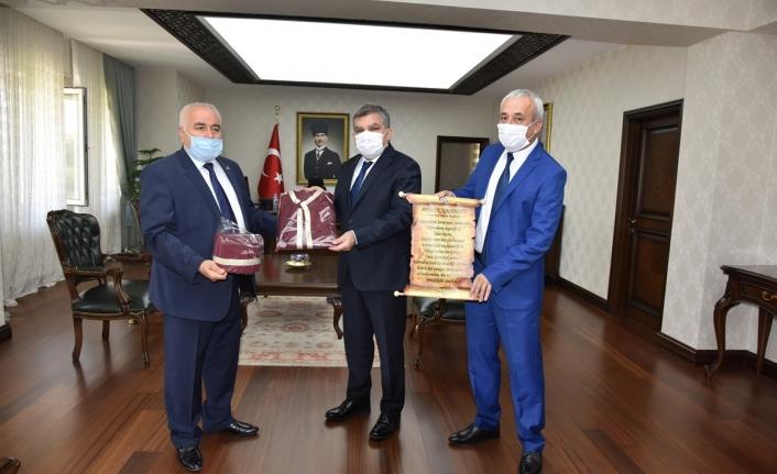 Ahilik Kültür Haftası Kutlama Heyeti Vali Işık'ı Makamında Ziyaret Etti
