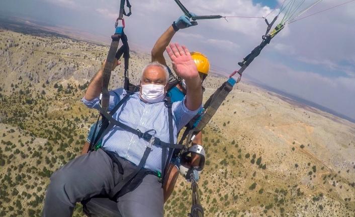 Karaman Dahil 6 İlden Katılan Paraşütçüler Maskeleriyle Uçtu