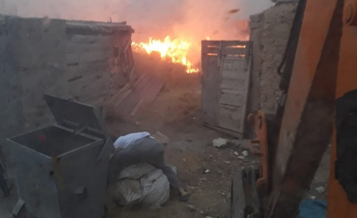 Karaman'da Ahırda Çıkan Yangın Güçlükle Söndürüldü