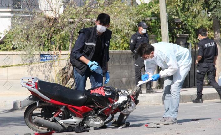 Çarpmanın Şiddetiyle Motosikletin Yakıt Deposu Yarıldı