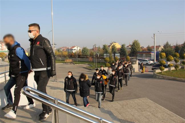 Karaman'da Silah Ve Uyuşturucu Operasyonu: 1'i Kadın 9 Şahıs Adliye'de