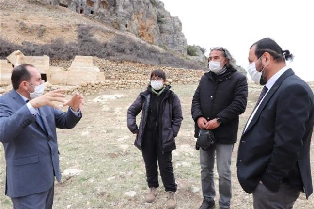 Ermenek`teki Kazı Çalışmalarını Yerinde İnceledi