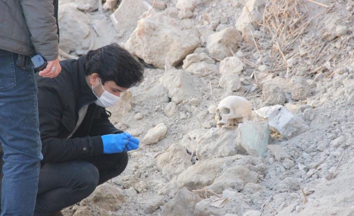 Yıkılmış Metruk Binada İnsan Kafatası Bulundu