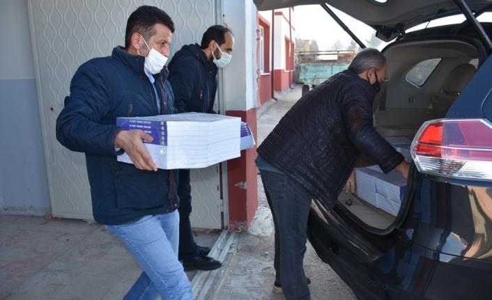 Hazırlanan Setler Karaman'lı Öğrencilere Ücretsiz Dağıtıldı
