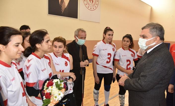 Karaman'da Kampa Giren Milli Oyunculara Validen Ziyaret