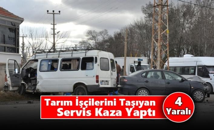 Karaman'da Tarım İşçilerini Taşıyan Servis Kaza Yaptı: 4 Yaralı