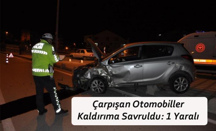 Çarpışan Otomobiller Kaldırıma Savruldu: 1 Yaralı