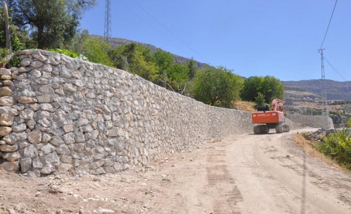 Ermenek'te Duvar Yapım Çalışmalarının Bir Kısmı Tamamlandı