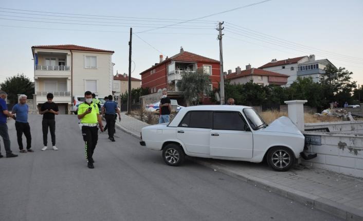Karaman'da Otomobil Bahçe Duvarına Çarptı: 6 yaralı