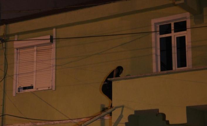 Karaman'da Polis Kaçan Şüphelileri Çatılarda Aradı