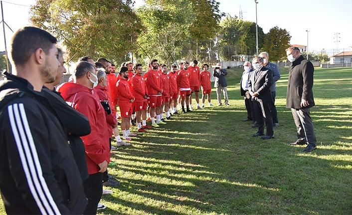 Vali Işık'tan Futbol Takımına Sürpriz Ziyaret