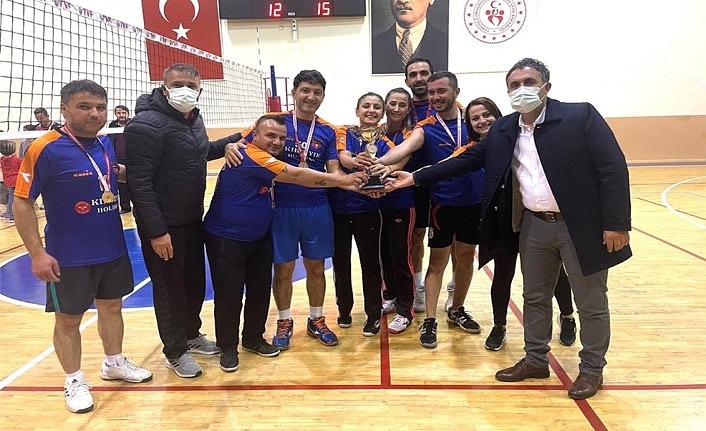 Cumhuriyet Kupası Voleybol Turnuvası Sona Erdi