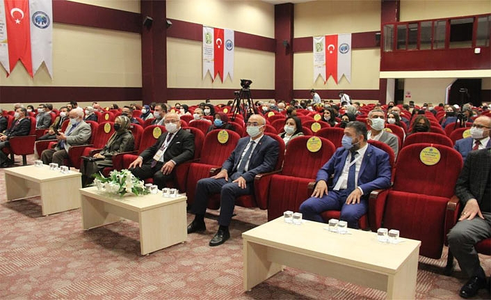 KMÜ'nün Ev Sahipliğinde 'Karaman Uluslararası Yunus Emre ve Türkçe Bilgi Şöleni' Düzenlendi