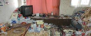 Yalniz Yasayan Kadinin Evinden 8 Ton Çöp Çikti