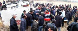 Isçileri Tasiyan Otobüs Devrildi: 34 Yarali
