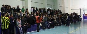 Ögretmenler Arasi Voleybol Turnuvasi Basladi