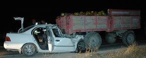 Otomobil Traktörün Altina Girdi: 2 Ölü