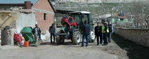 Traktörle Geri Gelirken Oglunu Ezdi