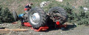 Traktör Devrildi. 1 Kisi Hayatini Kaybetti