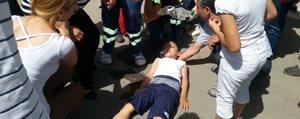 Hafif Ticari Aracin Çarptigi Çocuk Yaralandi
