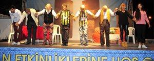 Oglum Bak Git Tiyatro Oyunu Kahkahaya Bogdu