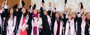 Edebiyat Fakültesi Ögrencileri Mezuniyetlerini Kutladi...