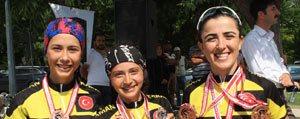 Karaman'in Altin Pedallari Kendi Evinde Yüzleri...
